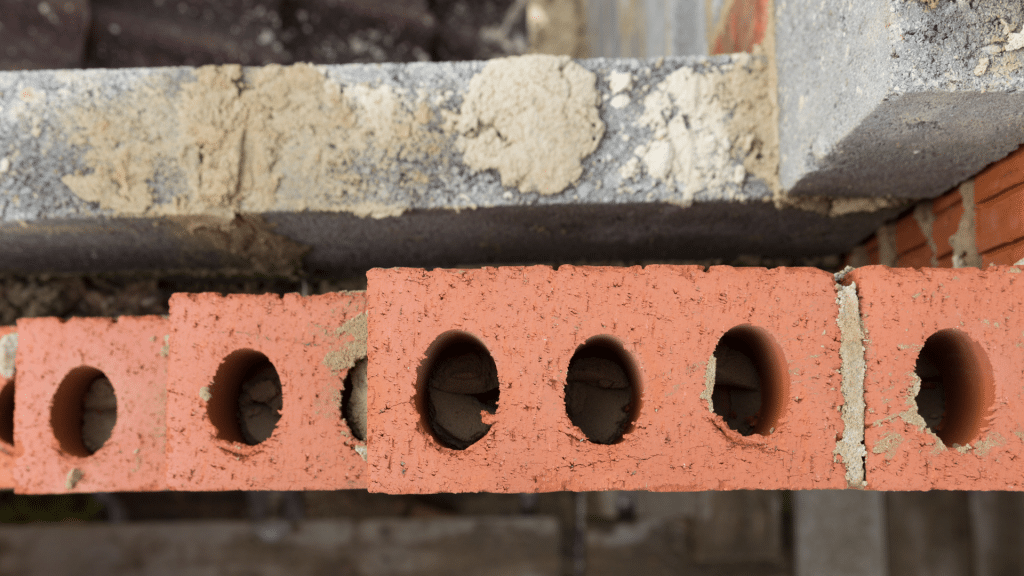 Cavity wall in construction